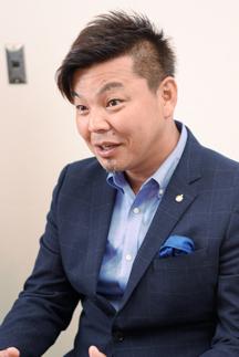 インタビュアー 城彰二(サッカー元日本代表)